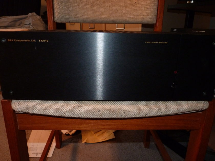 B&K ST-2140 Power Amplifier, 140 watts 8 ohm, 185 watts 4 ohm Excellent Condition