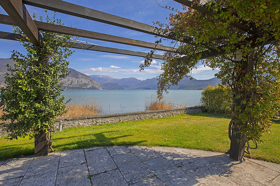 Sarnico - Exclusive penthouse directly on the lake