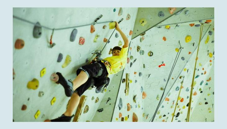 turm erlebniscity oranienburg kind an kletterwand