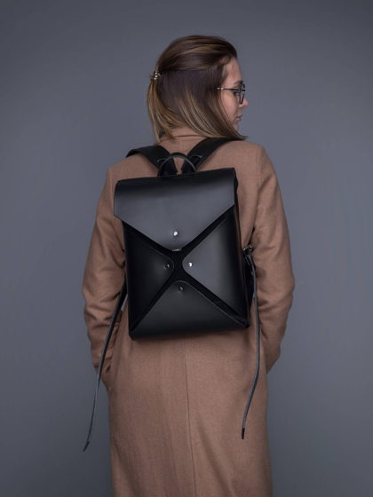 Рюкзак SINOBU из кожи с полимерным покрытием.