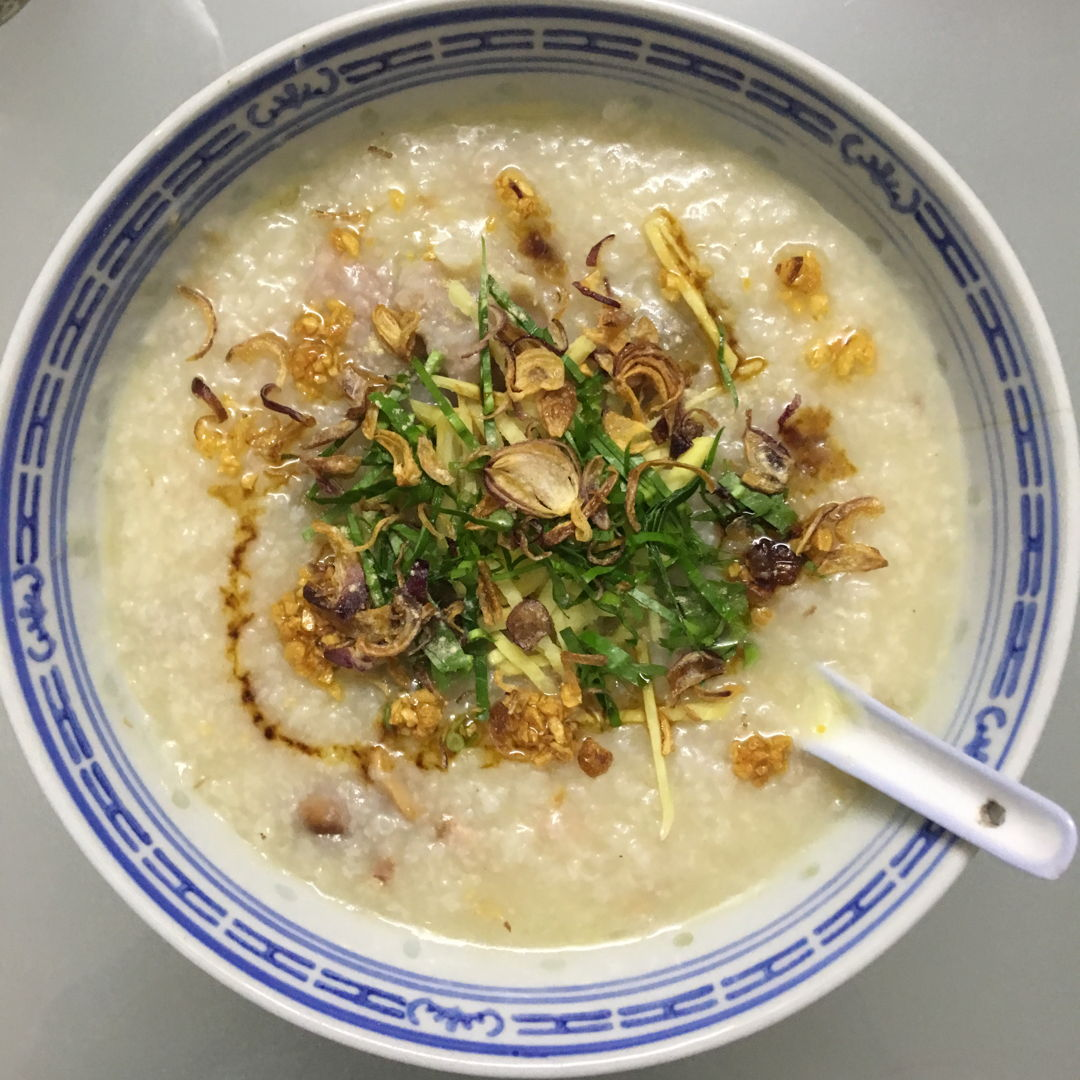 Dec 1st, 2019 - Roasted pork hand porridge with braised peanuts and preserved radish. Superb on rainy day.