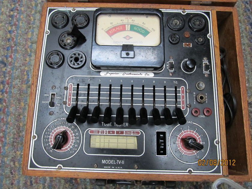 SUPERIOR TV-11 TUBE TESTER TV-11, VINTAGE USA, WORKS TESTS 100s of TUBES