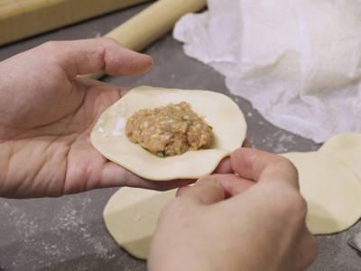 Fill dumpling skins