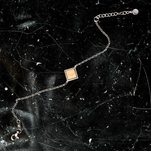 Браслет из серебра со вставкой дуба