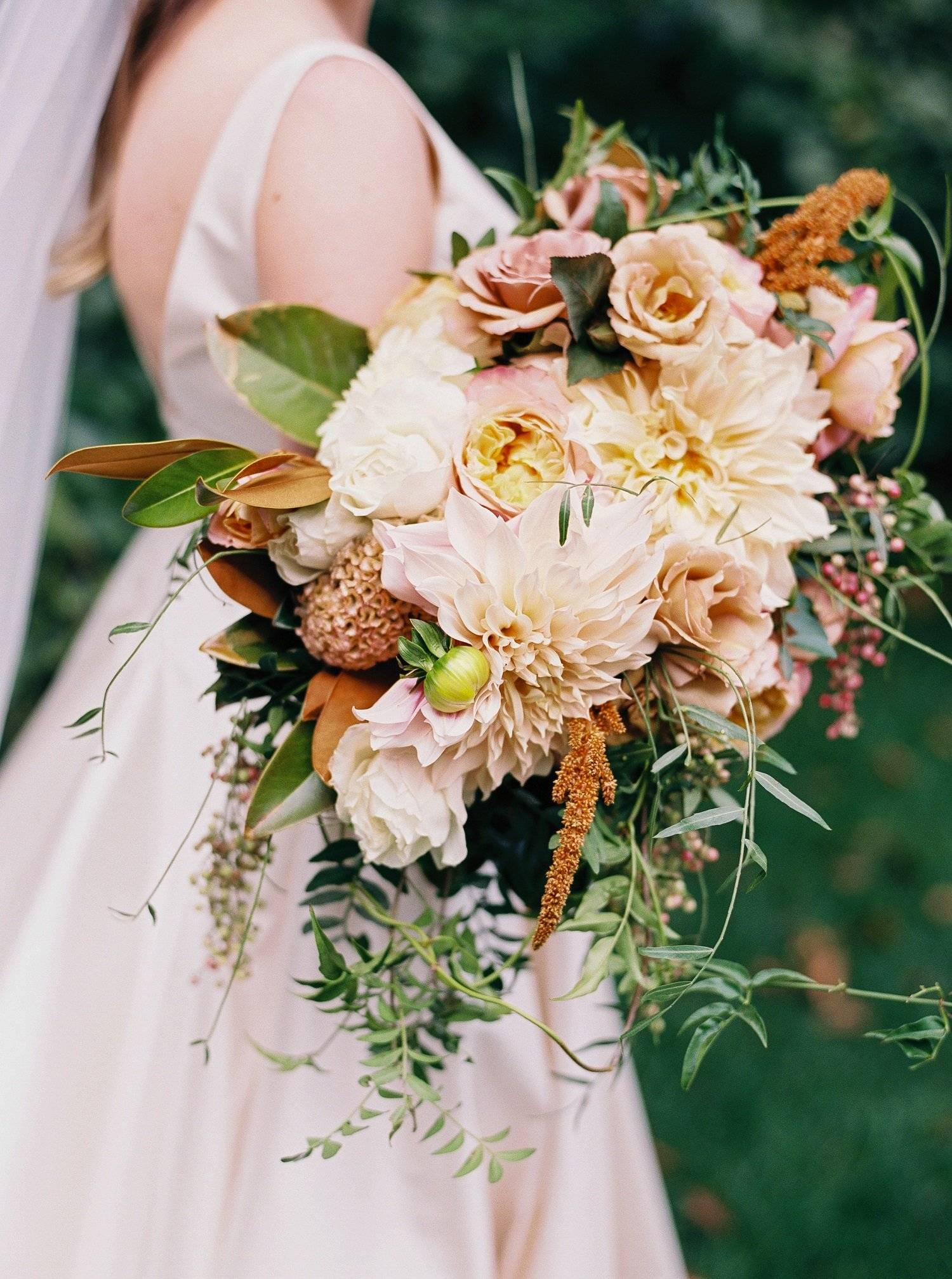 Genesee Valley Club wedding with neutral fall tone bouquet