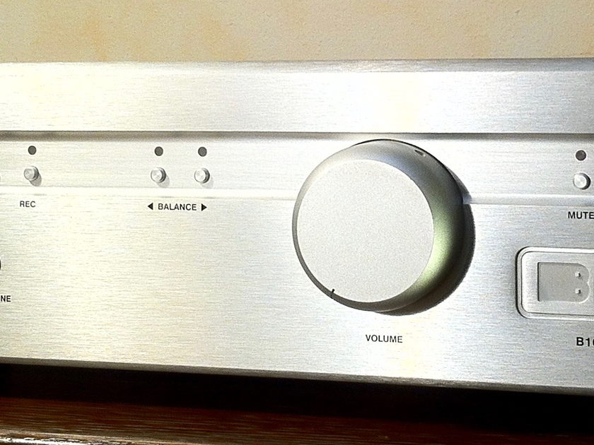 BRYSTON B100SST INTEGRATED AMP w/ DAC and Remote  Option 100 WATT INTEGRATED AMP w/ DAC (Price Drop)