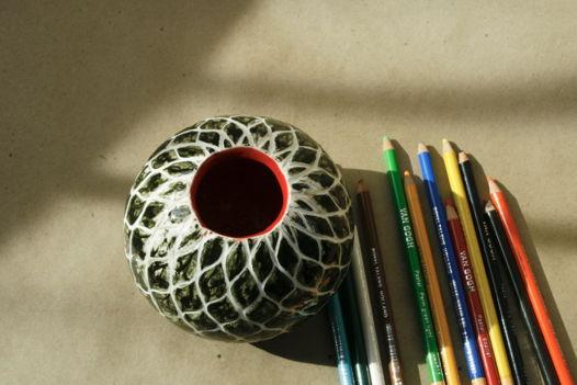 Черно-белая круглая ваза