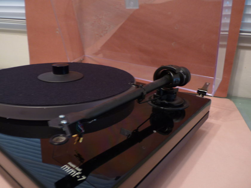 Music Hall MMF-7 turntable , cartridge MINT Holiday package