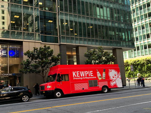 Kewpie food truck in front of Chase bank