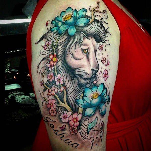 Tatouage Lion Fleur Bleu Femme