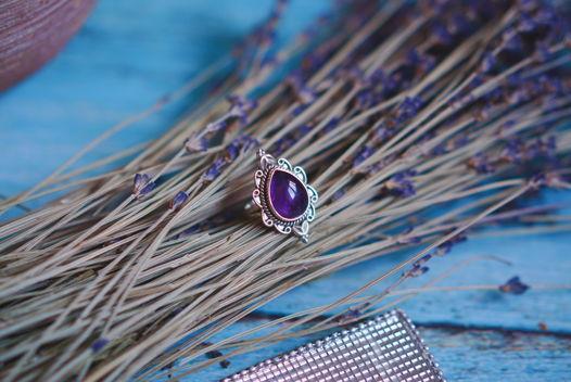 Крупное серебряное кольцо с аметистом