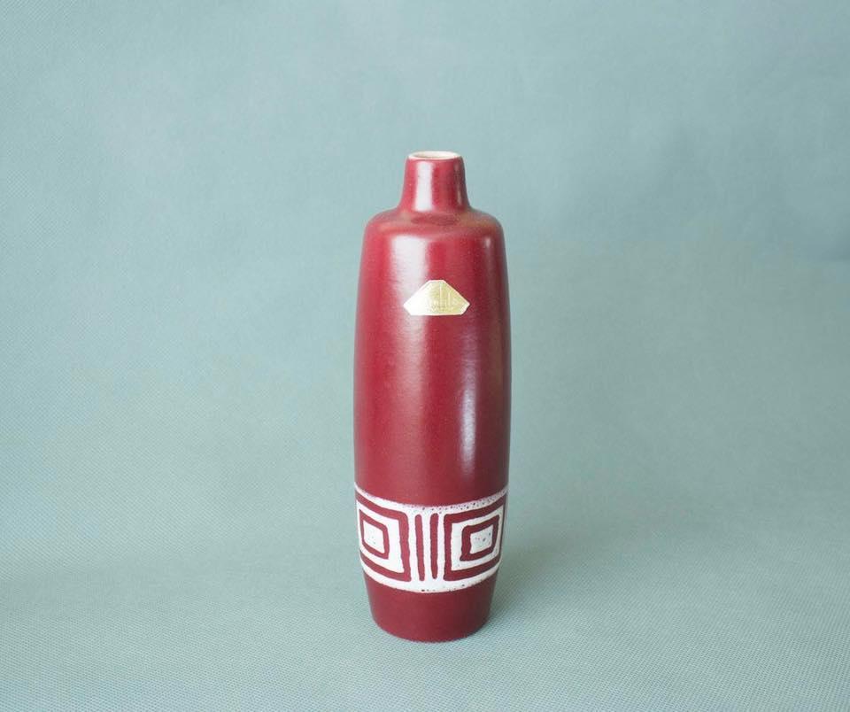 Винтажная керамическая ваза с геометрическим орнаментом
