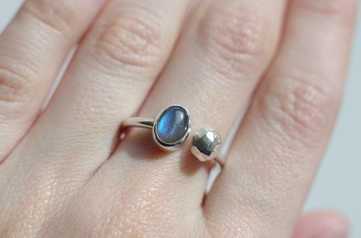 Серебряное кольцо с лабрадором, размер 17,5