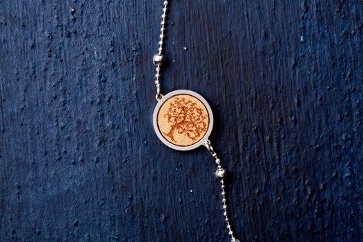 Серебряный браслет со вставкой дерева вишни