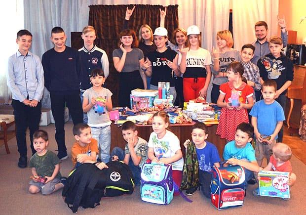 «НАШЕ Радио Тверь» собрало детям «Портфели с подарками» - Новости радио OnAir.ru