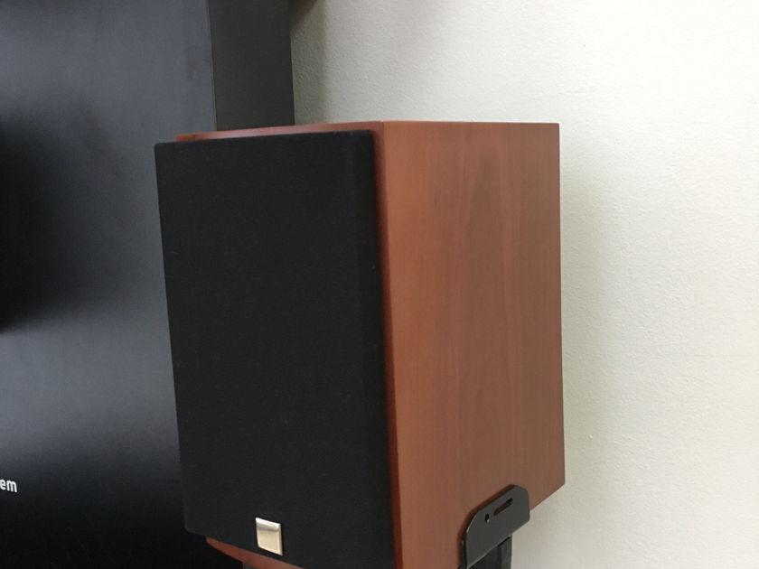 Dali Loudspeakers Menuet Compact Bookshelf Speakers
