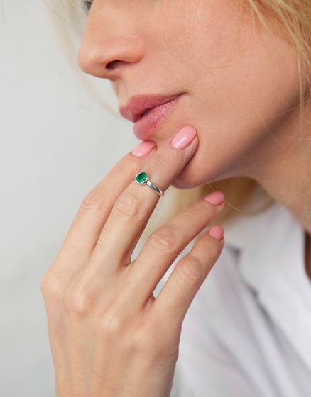Серебряное кольцо с зеленым ониксом