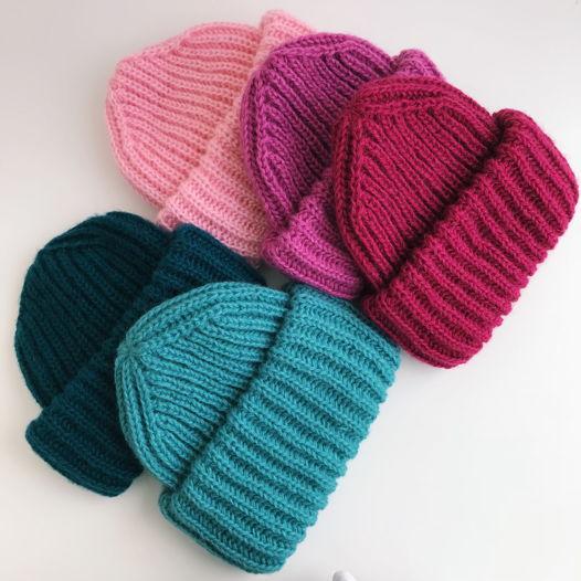 Пушистые шапочки с двойным отворотом