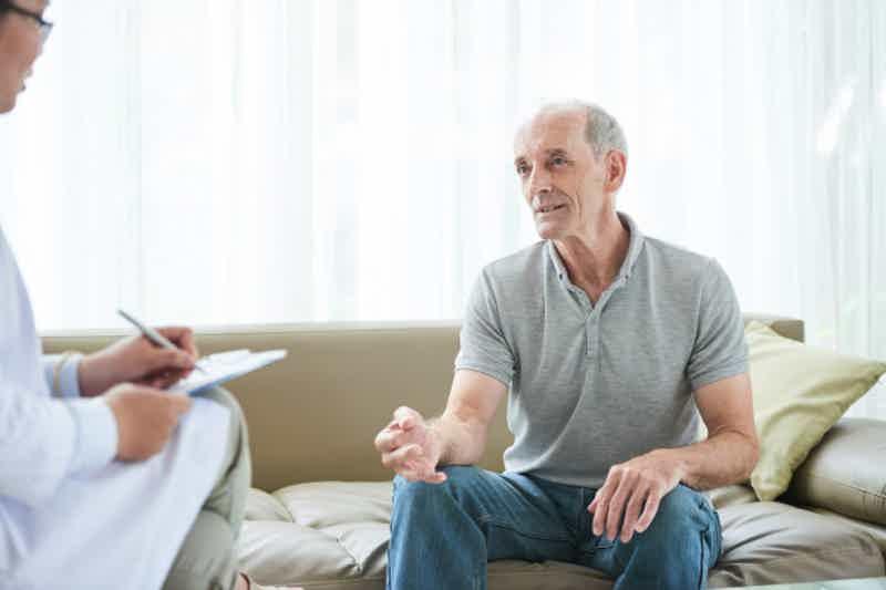 Sintomas de demência: Problemas de comunicação. Imagem: Freepik.com