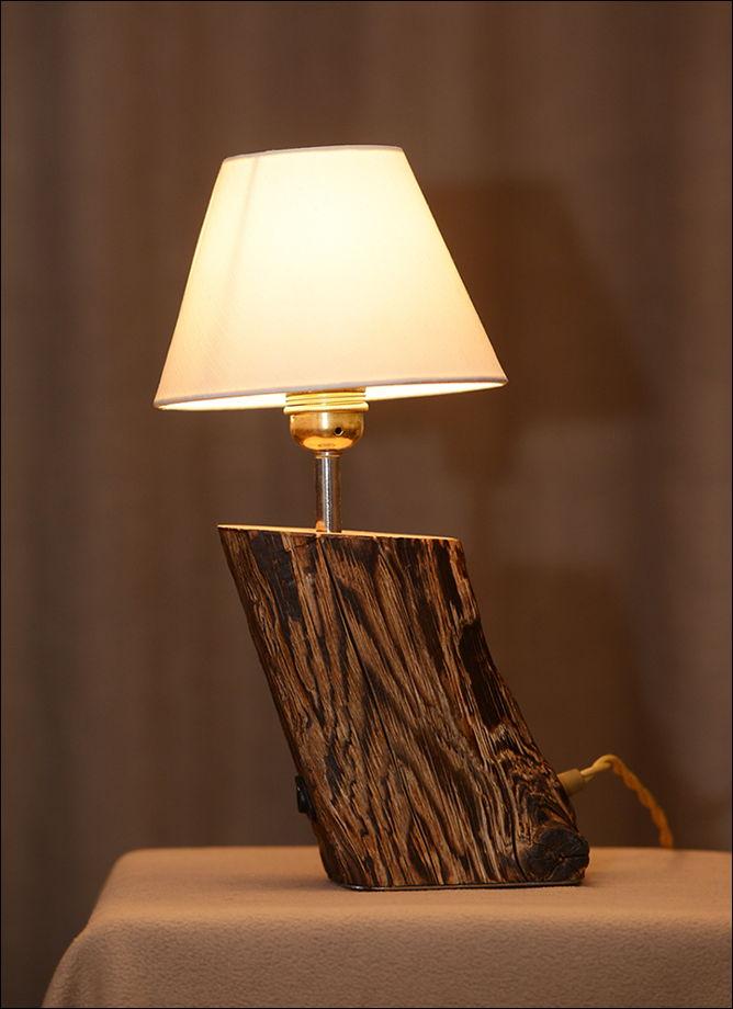 Лампа из дерева с тканевым абажуром