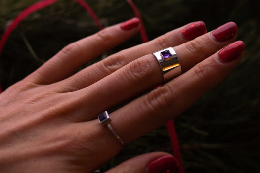 Серебряное кольцо на фалангу с аметистом Шип