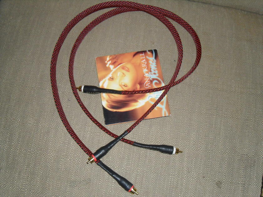 AMADI CABLES. Barb Master  3ft Gold RCA
