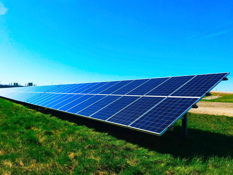 Los paneles solares son dispositivos a través de los cuáles podemos aprovechar la energía del sol para generar calor o electricidad