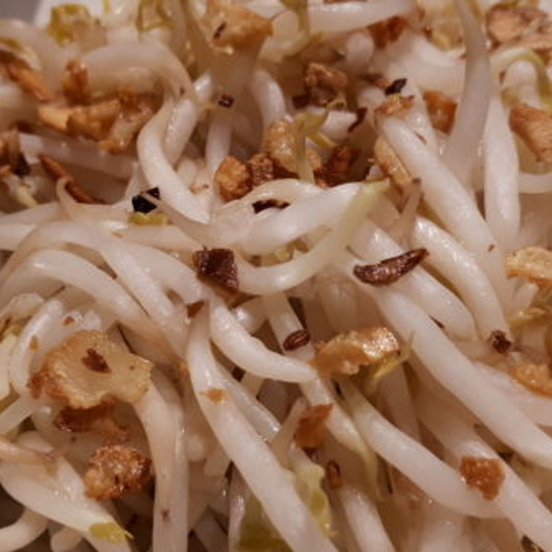 Simple and love the crunchy beansprouts.