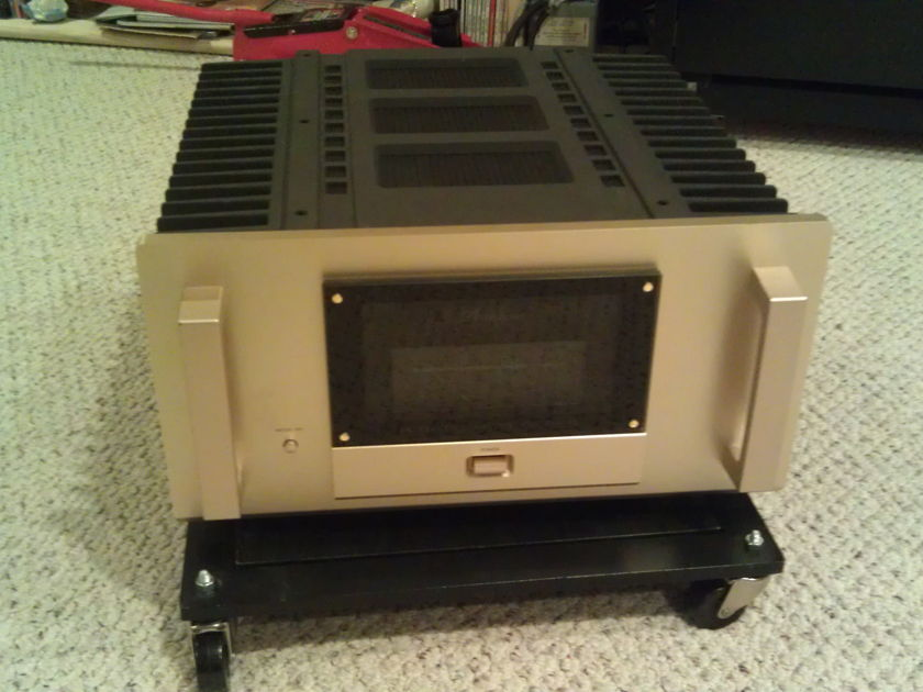 Accuphase   M 2000 Mono Amplifiers