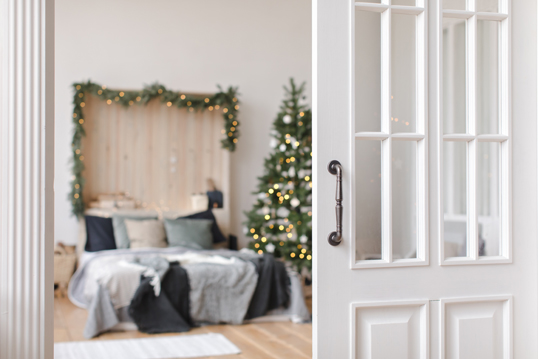 Monza - Decorating the guest room – Christmas decoration ideas