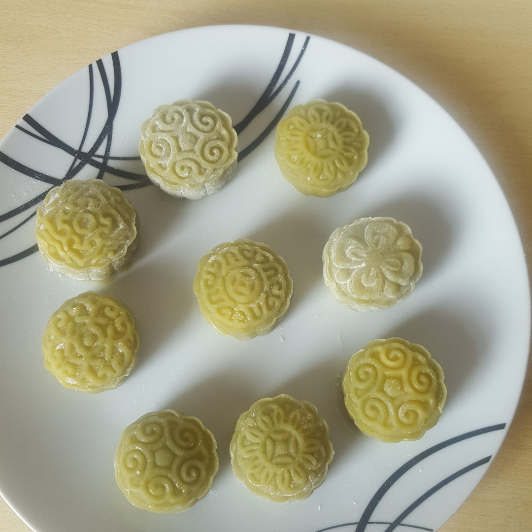 Snow skin moon cakes with custard filling