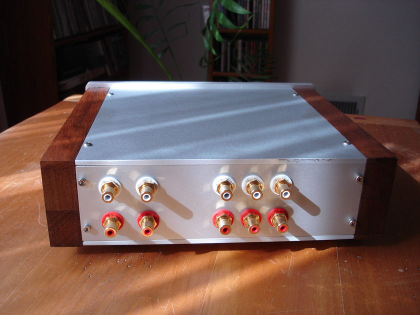 Khozmo passive preamplifier,  stereo stepped attenuator,  three inputs and two outputs