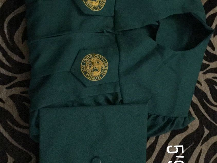 RENTERS BAY: USF CAP & GOWN 5'9 - 5'11