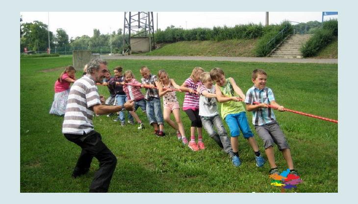 bester geburtstagde spiel mal bunt olympiade tauziehen kinder gruppe