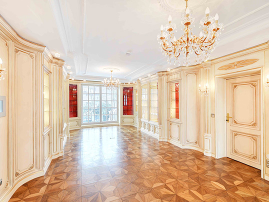 Hamburg - This beautiful mansion in Herzogpark with five bedrooms and a landscaped garden is currently on sale for 13.9 million euros. (Image source: Engel & Völkers Munich)