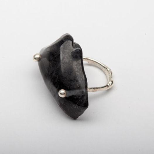 Кольцо из стекла Черный скат