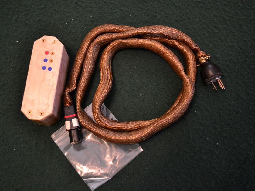 Omega-Mikro LCX Active 900 watt Red power cord