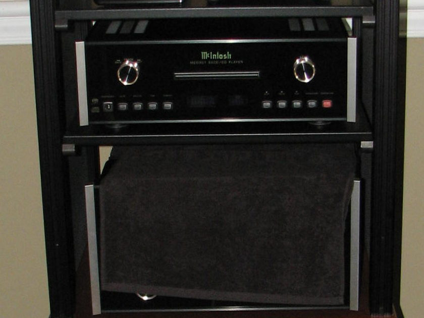 McIntosh Labs  MC302 Amplifier 2 Channels Like New Condition