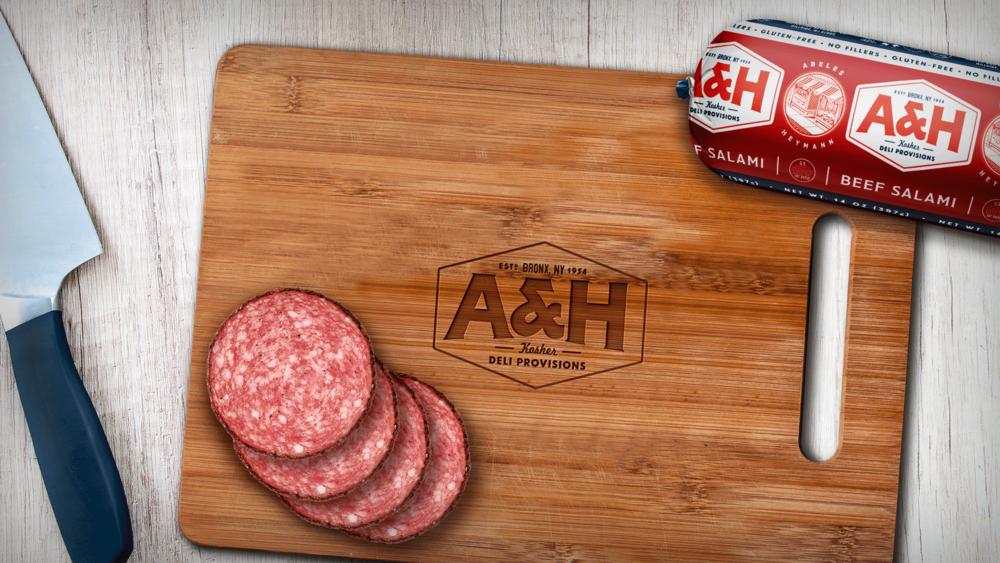 07_A&H_hotdog_cuttingboard_x1800.png