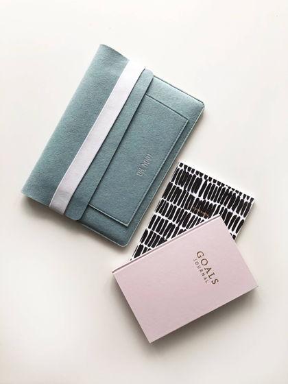 Горизонтальный чехол с крышкой из фетра для Macbook голубого цвета