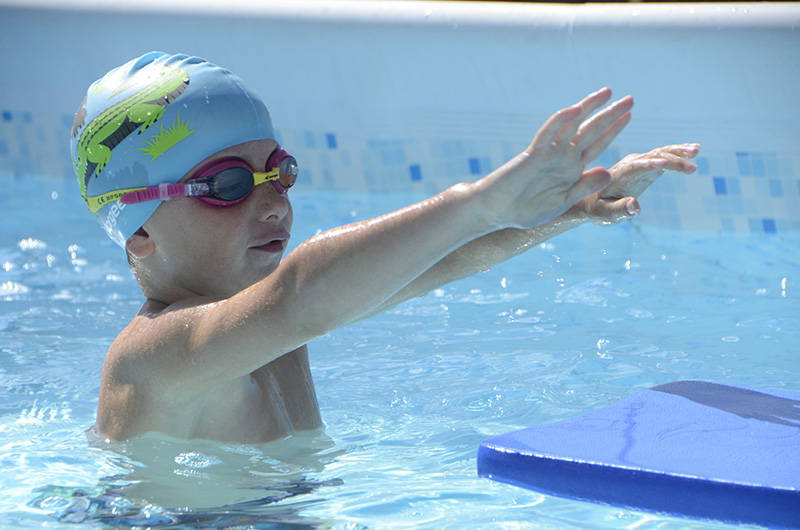 Swimmer wearing Vorgee kids swimming goggles