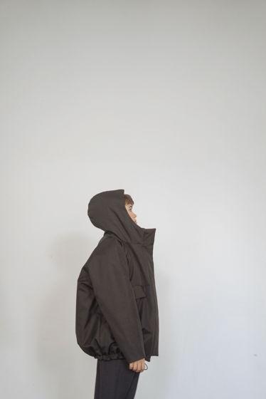 Удлиненная утепленная куртка с капюшоном
