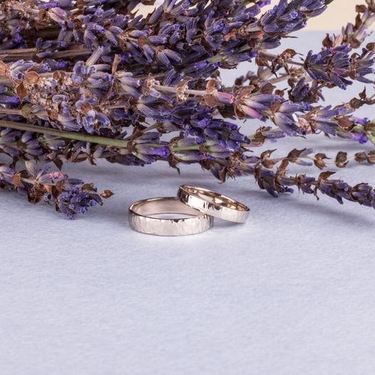 Золотые обручальные кольца «Мерцание»