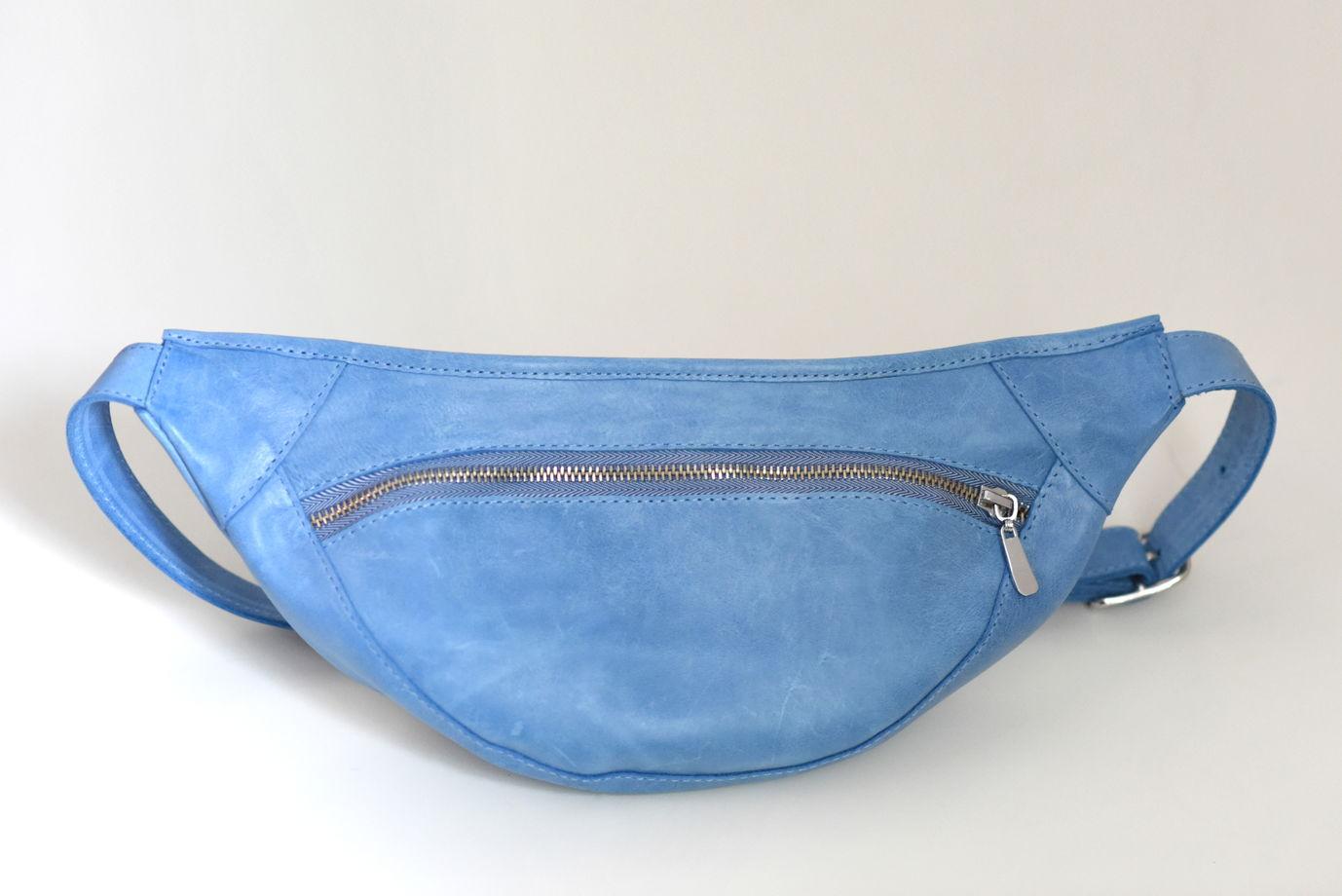 Голубая поясная сумка из натуральной кожи