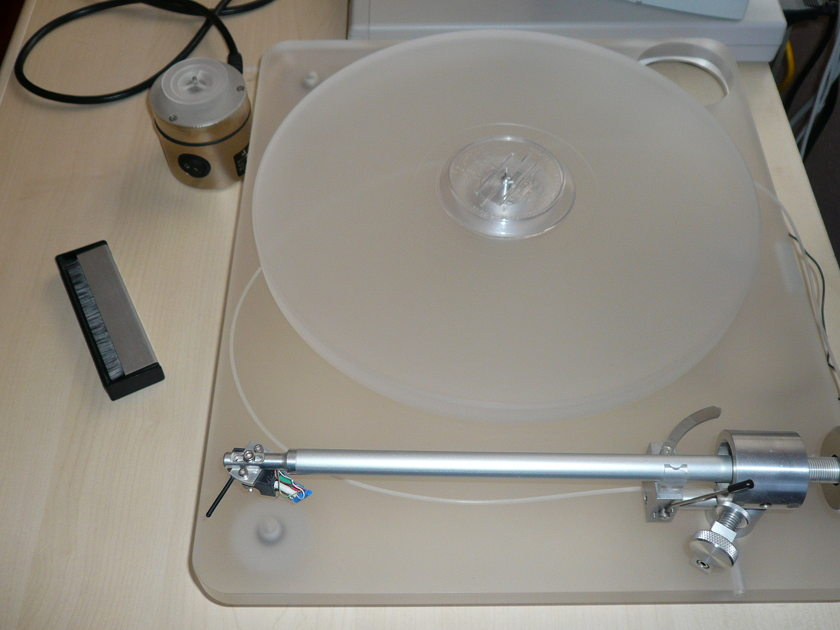 Clearaudio turntable  Emotion with Satisfy arm (no cratridge)