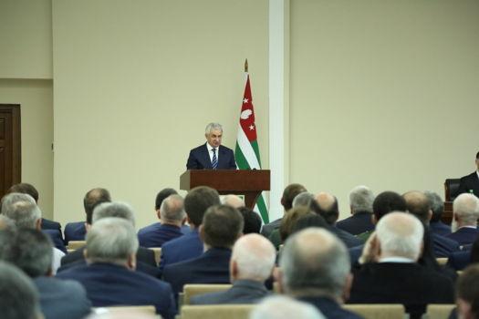 Президент высоко оценил работу Театра Искандера