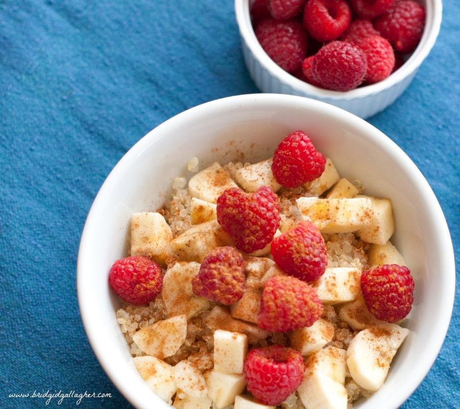 Quinoa breakfast bowl recipe, #vegan #glutenfree // www.bridgidgallagher.com