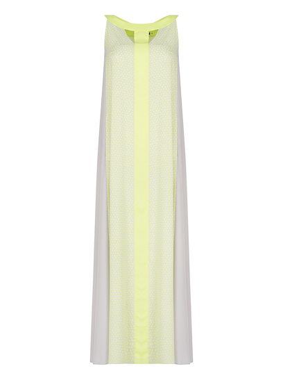 Цветное удлиненное платье с расклешенного кроя
