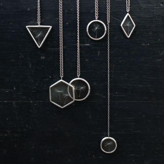 Кулон с пушинками одуванчика в геометрической форме