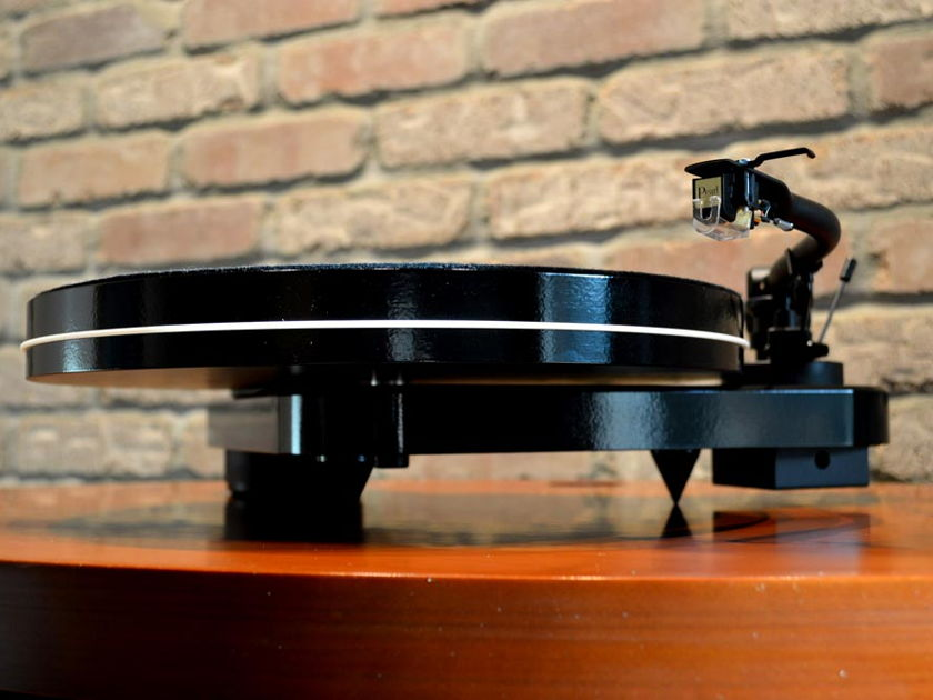 Pro-Ject Audio Systems RM-1.3 Genie Turntable - Gloss Black w/ Sumiko Pearl Cartridge